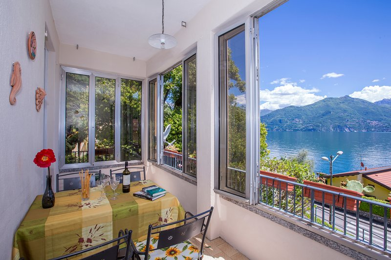Il Piazzo Apartment Sleeps 4 with WiFi - 5771342, vacation rental in Plesio
