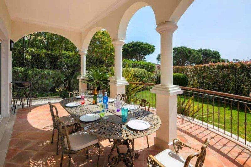 Quinta do Lago Villa Sleeps 7 with Pool Air Con and WiFi - 5607930, alquiler vacacional en Gambelas