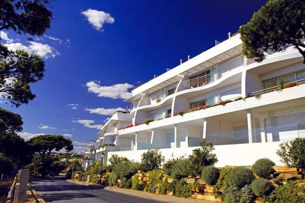 Vale do Garrao Apartment Sleeps 5 with Pool Air Con and WiFi - 5607936, holiday rental in Vale do Garrao