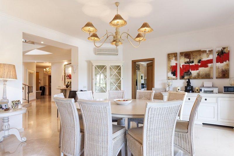 Quinta do Lago Villa Sleeps 8 with Pool Air Con and WiFi - 5607954, holiday rental in Quinta do Lago