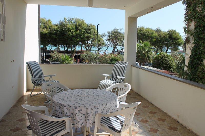 Appartamento 1° fila mare con splendida terrazza, holiday rental in Grottammare