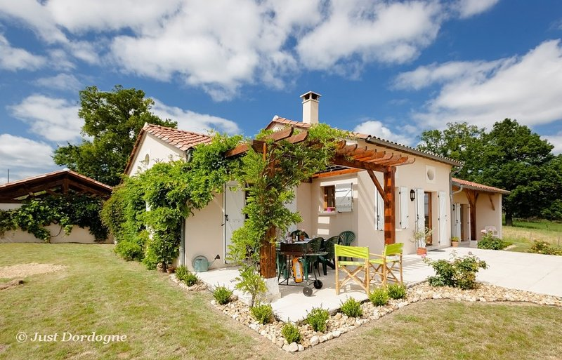 Les Lavandes - bright modern and with spectacular views