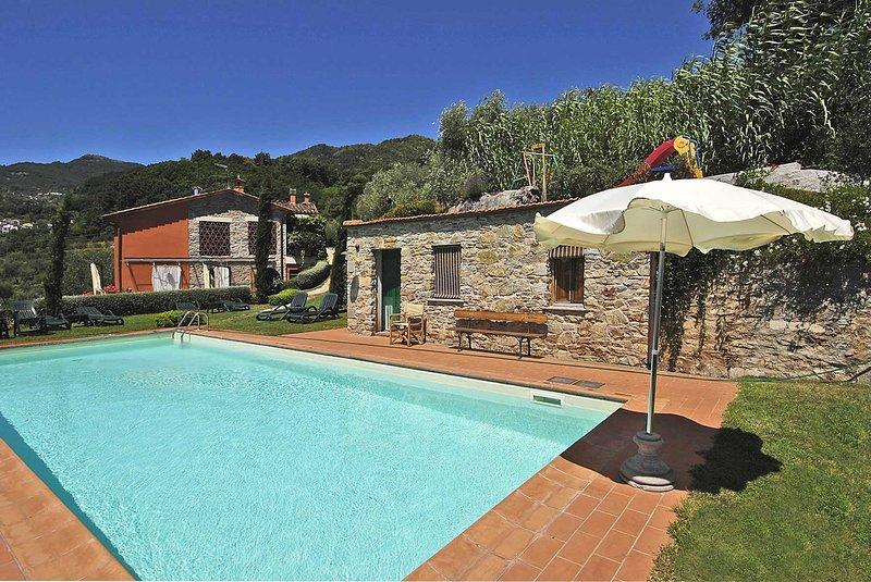 Casetta di Butia, Iris apartment with swimming pool, holiday rental in Borgo a Mozzano