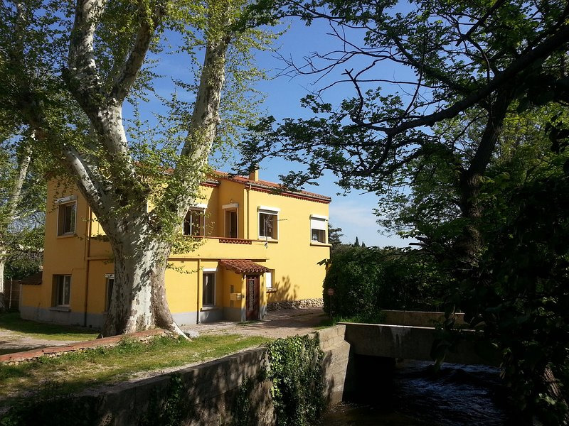 Gîte 2 pers. classé 3 *** au coeur d'un Mas, holiday rental in Canohes