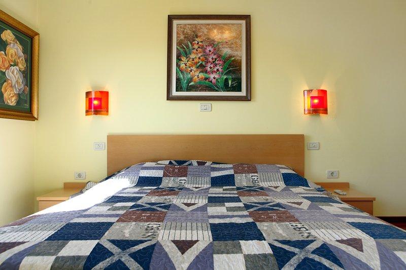 KS1 Large Two Bedroom Apartment in Portorose Center, alquiler vacacional en Portoroz