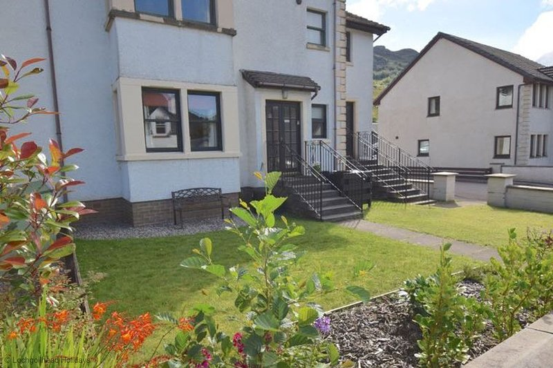 Ben Arthur Place 9 - Sleep 2 - Comfortable apartment in Lochgoilhead village, vacation rental in Inveraray
