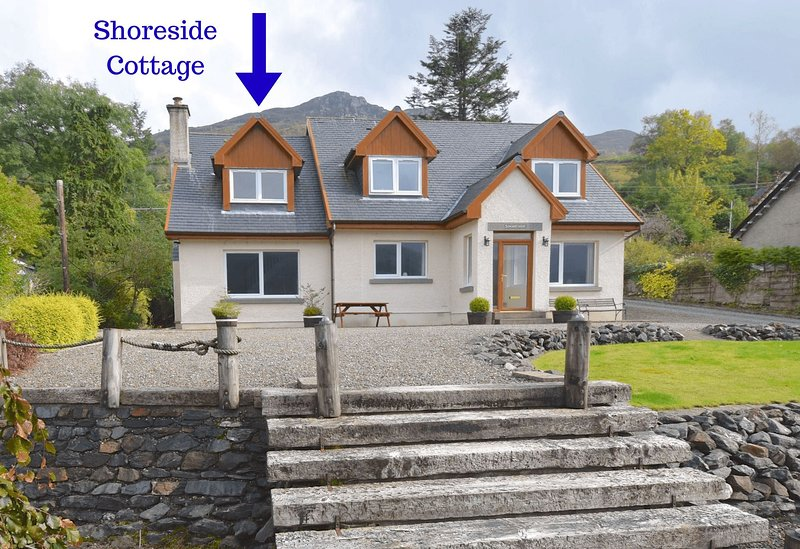 Shoreside Cottage - 1 bedroom home in Lochgoilhead village with loch & mountain, aluguéis de temporada em Arrochar