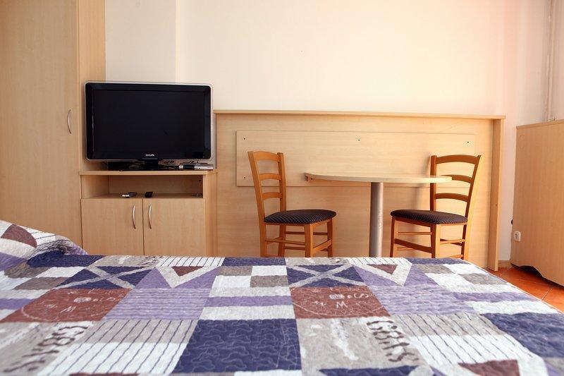 Sea view Studio Apartment with Terrace KS2, alquiler vacacional en Portoroz