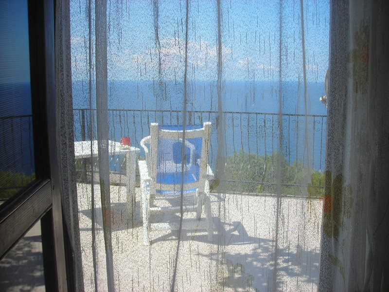 House With A Sea View, holiday rental in Katun