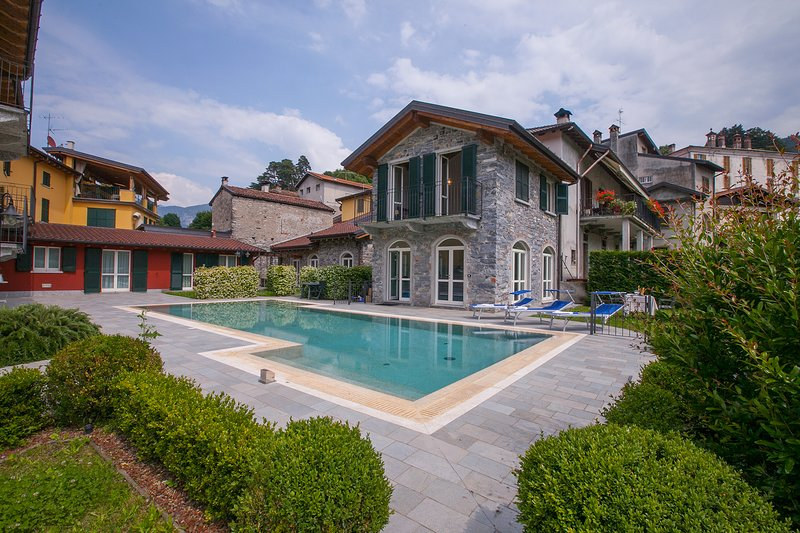 Cadenabbia Town House Sleeps 5 with Pool Air Con and WiFi - 5841384, vacation rental in Bellagio