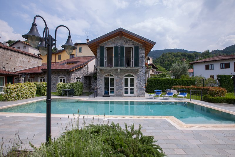 Direct access to communal Pool