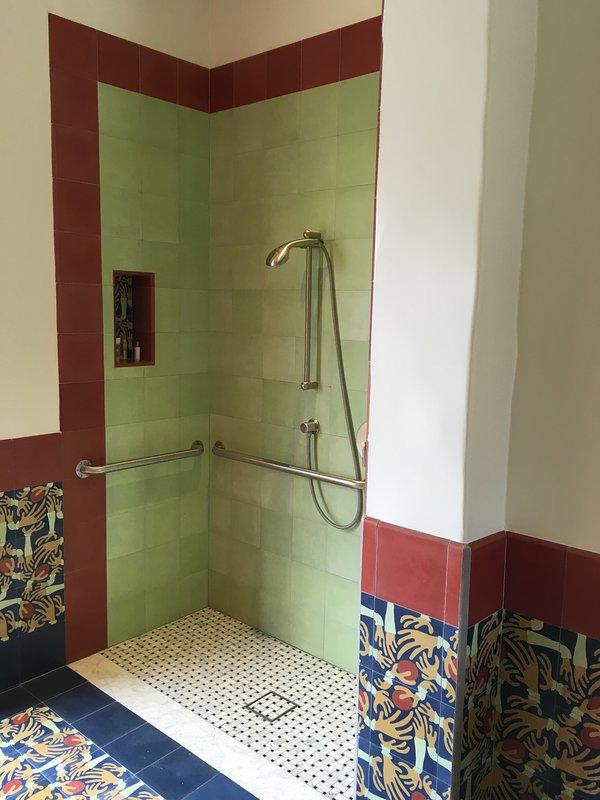 Salle de bains ! 5 conforme ADA de premier étage.