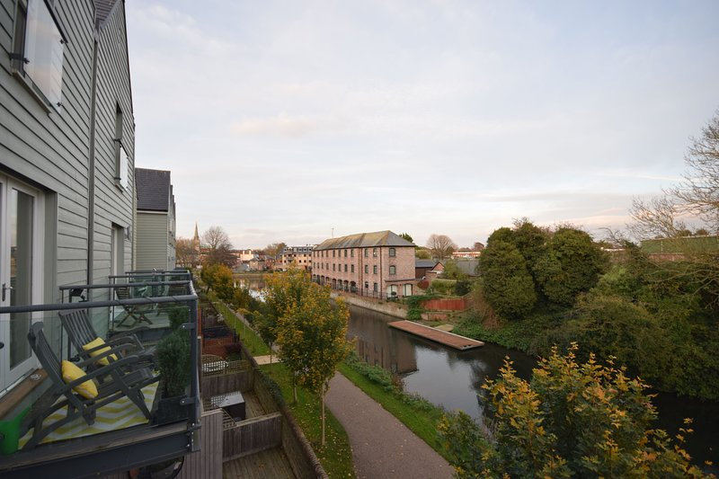 Canal Walk, Chichester, vacation rental in Fishbourne