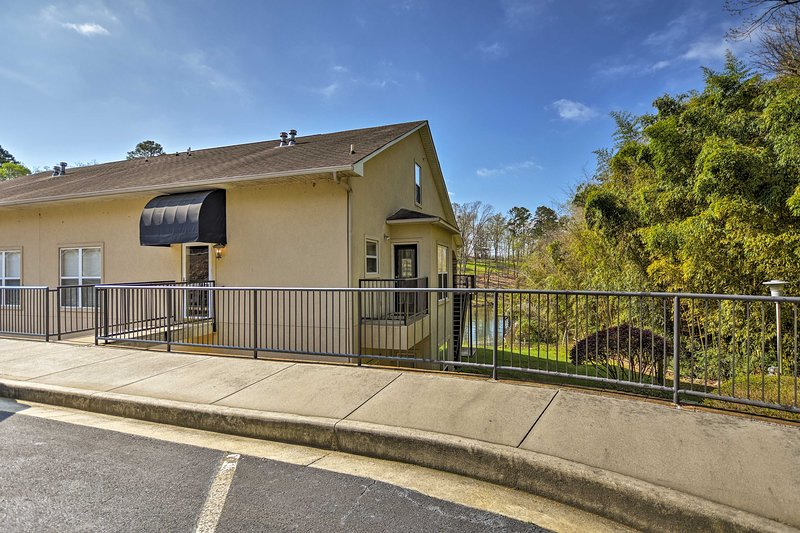 Minutes from Hot Springs hottest attractions, this home is 5-star.
