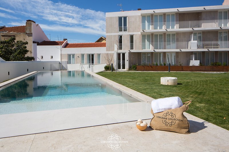 Central Apartment with Terrace and swimming pool 56 by Lisbonne Collection, vacation rental in Barreiro
