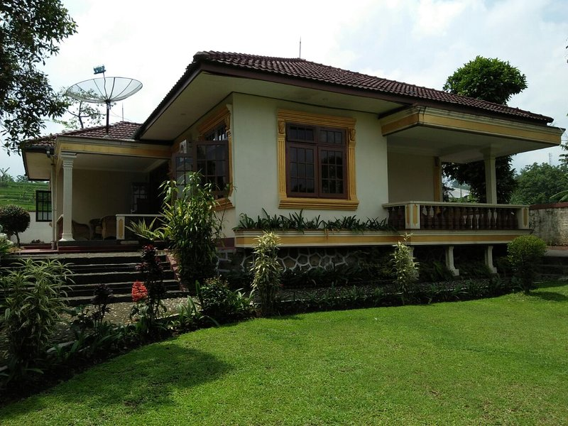 Villa Romy 1, holiday rental in Cipanas