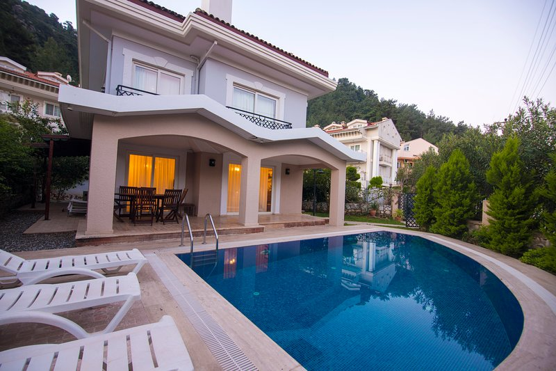 VİLLA BULENT WITH PRIVATE POOL IN ICMELER, holiday rental in Mugla