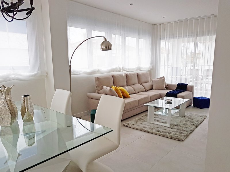 Fantastic 3 bedroom apartment, Mirador de Villamartin, Los Dolses, holiday rental in Los Dolses