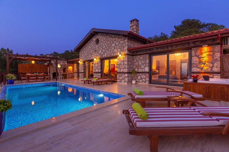 Super Location, Great Natural Setup. Where sun always sets in front of you, casa vacanza a Patara
