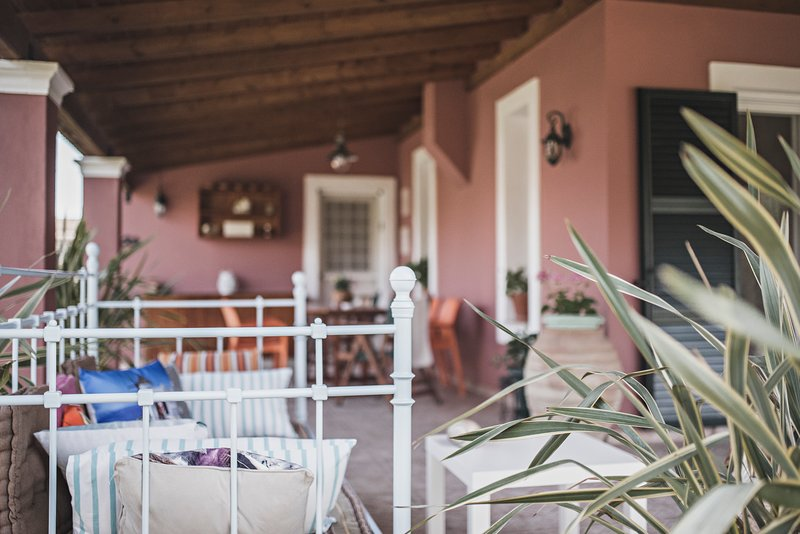 Birdsing Cottage - Newly renovated 3 bedroom Villa in the heart of Dassia., holiday rental in Dassia