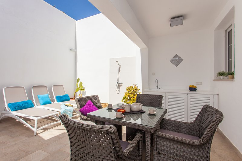 Beach House Sa Torre, 90 mtrs from the Sea., vacation rental in Colonia de Sant Jordi
