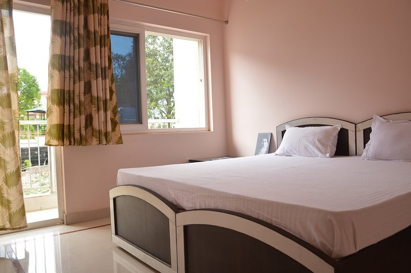 Family Apartment, holiday rental in Tapovan