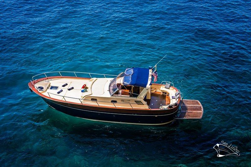 SEA LIVING BOAT