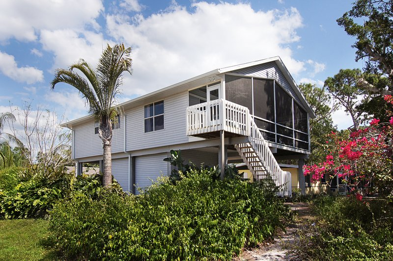 Just 1 Mile to beach: Pias Paradise vacation home with hotel service for 6 guests Bonita Springs FL