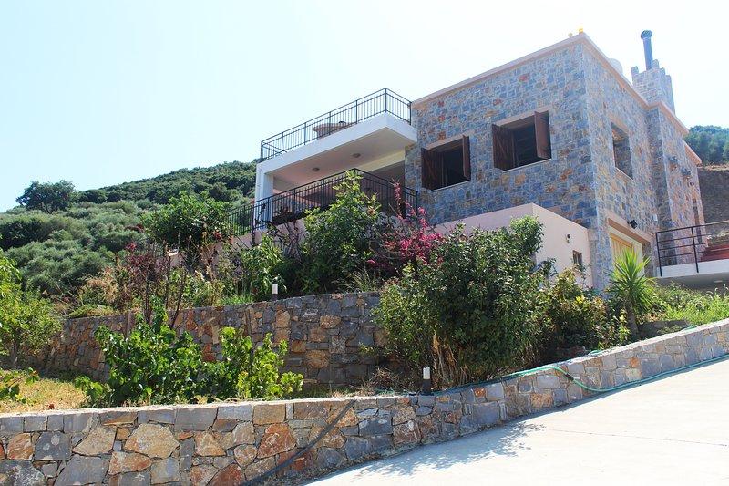 Peaceful Secluded Villa 'Daphne' |Hersonissos, Ferienwohnung in Plati