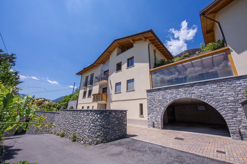 Michela-Belvedere Apartment Sleeps 6 with WiFi - 5771364, location de vacances à Mezzegra