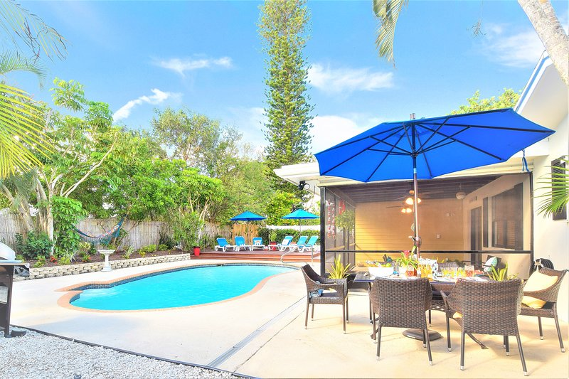 VILLA PARADISO BY DIGSIFY | PRIVATE POOL | BBQ | SELF CHECK-IN | BEACH | MALL, holiday rental in Jupiter