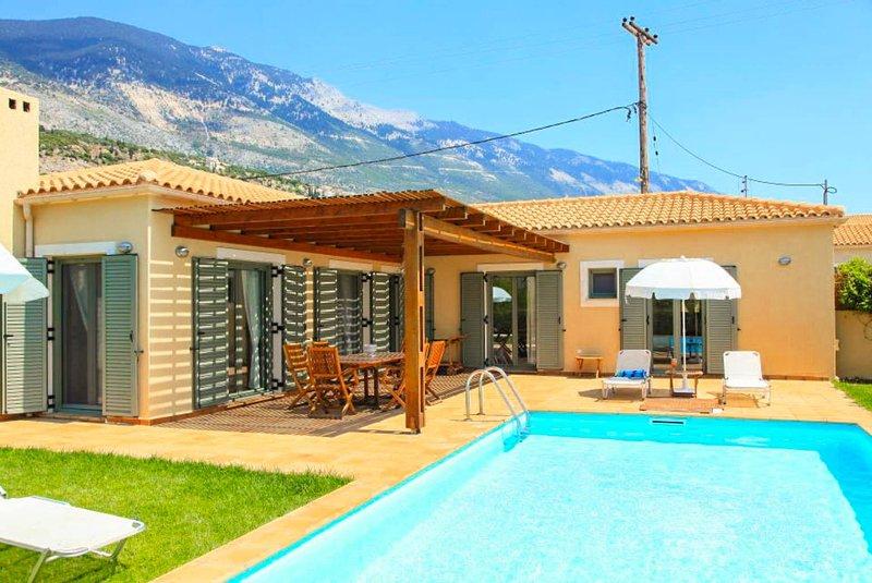 Piscine privée avec terrasse et jardin