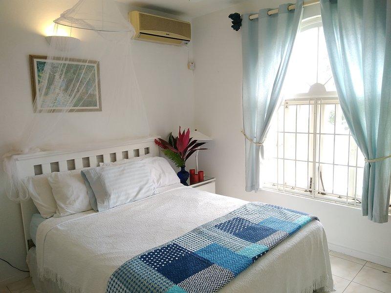 cama doble con vista al mar