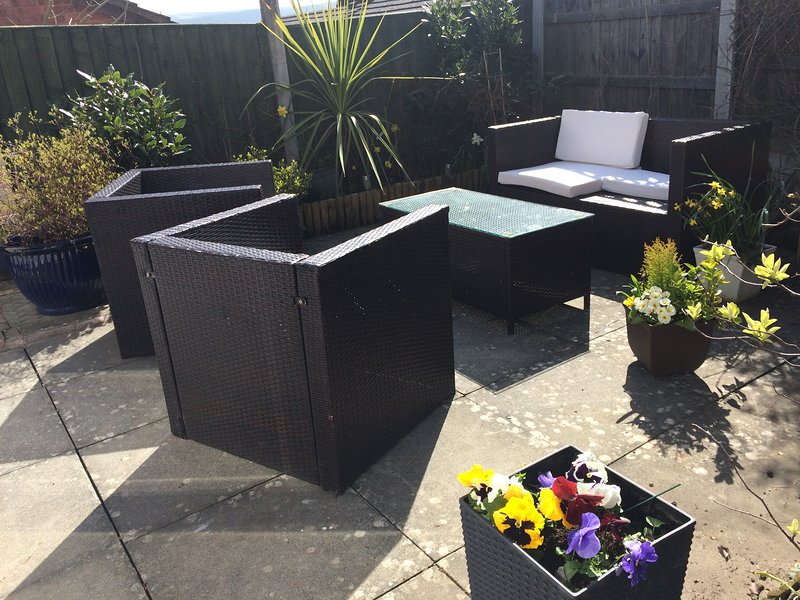 Sunny patio for your pt r  s   Sunny patio for your private use
