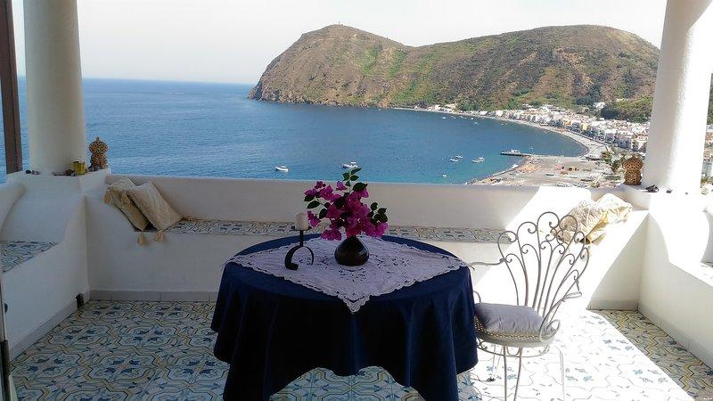 Amazing apartments ('B'), vacation rental in Aeolian Islands