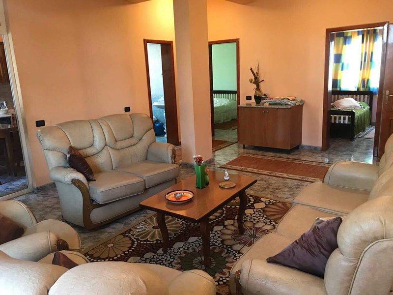 110 m² Apartment in Tirana center, in front of the Parliement, location de vacances à Daias-Barabas