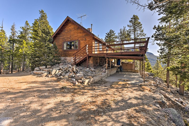 5-Acre Allenspark Cabin w/ Rocky Mntn Views & Pond, holiday rental in Rocky Mountain National Park