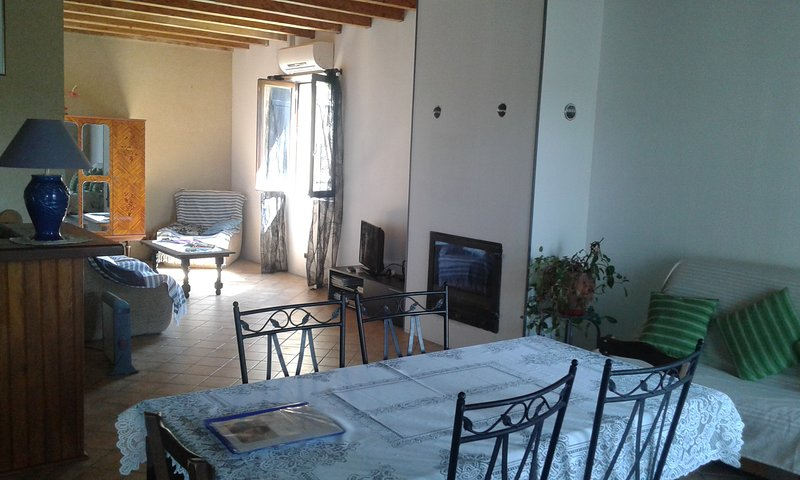 Apartment with swimming-pool, location de vacances à Saint-Chamassy