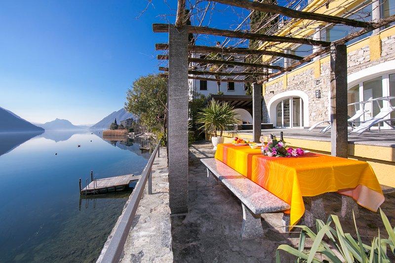 villa frente al lago