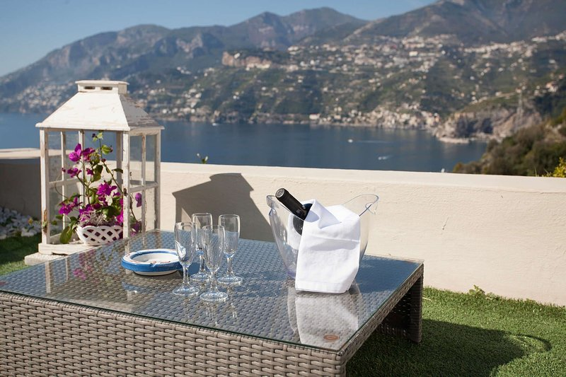 Villa Contea with pool, vacation rental in Erchie