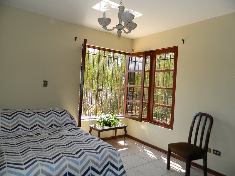 Private room/shared bathroom, holiday rental in Ciudad Vieja