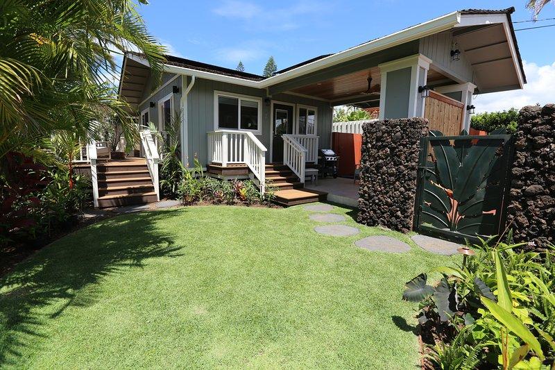 New luxury cottage w/ private saltwater hot tub-walk to ocean/restaurants/shops, vacation rental in Kihei
