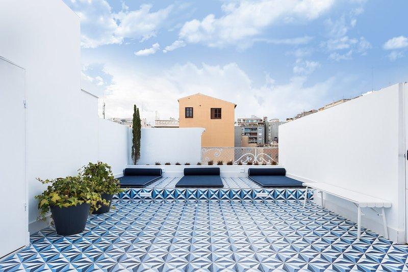 Communal terrace + solarium & exterior showers