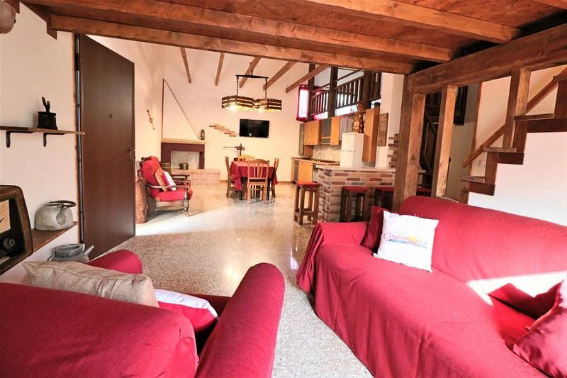 Holiday home Chalet with garden, location de vacances à Collepasso