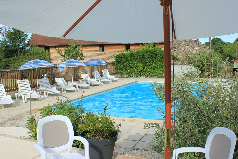 Stunning 4-Bed House in Lacapelle-Biron, holiday rental in Gaugeac