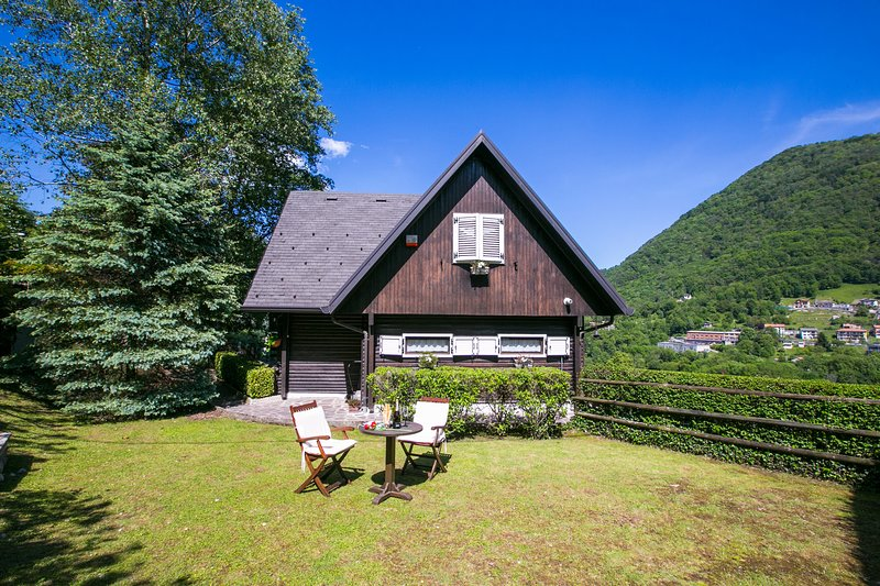 Occagno Chalet Sleeps 8 with WiFi - 5841438, vacation rental in Dizzasco