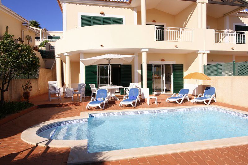 Sunny South facing villa with private pool, walk to the beach!