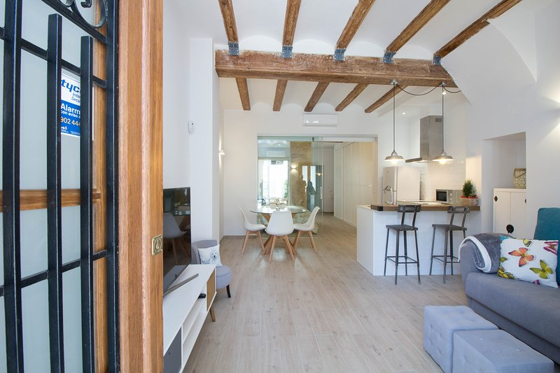 Reina house built 1925 and recently restored, 50 meters to beach, holiday rental in Albalat dels Sorells