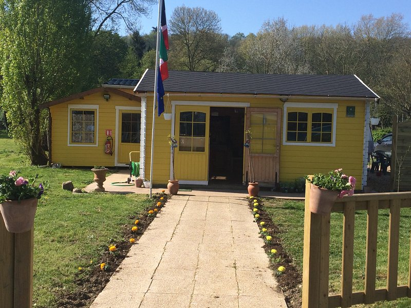 Camping du Vieux Moulin, holiday rental in Lhomme