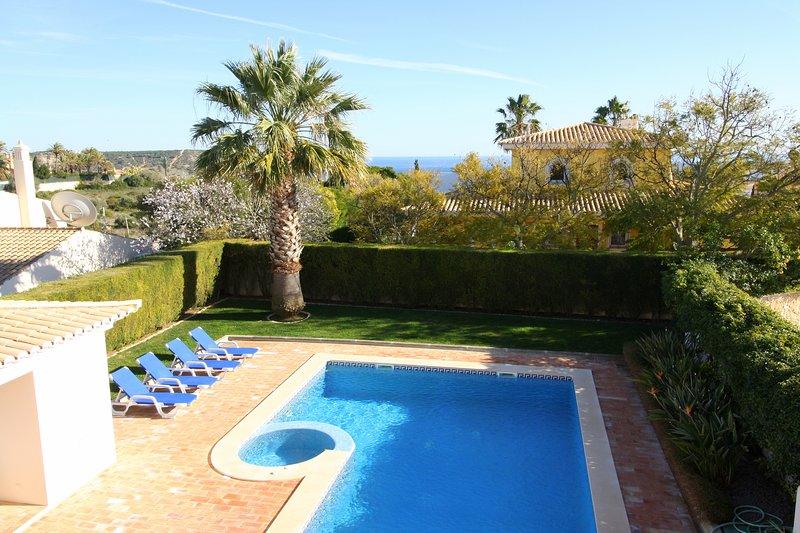 Casa Monte Lemos, Luz.Detached Villa, 5 bedrooms, A/C, and Solar heated pool., holiday rental in Espiche
